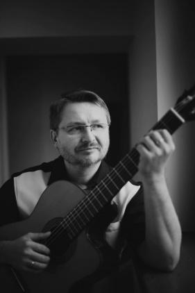 Gitara w MOK-u Kliknięcie w obrazek spowoduje wyświetlenie jego powiększenia