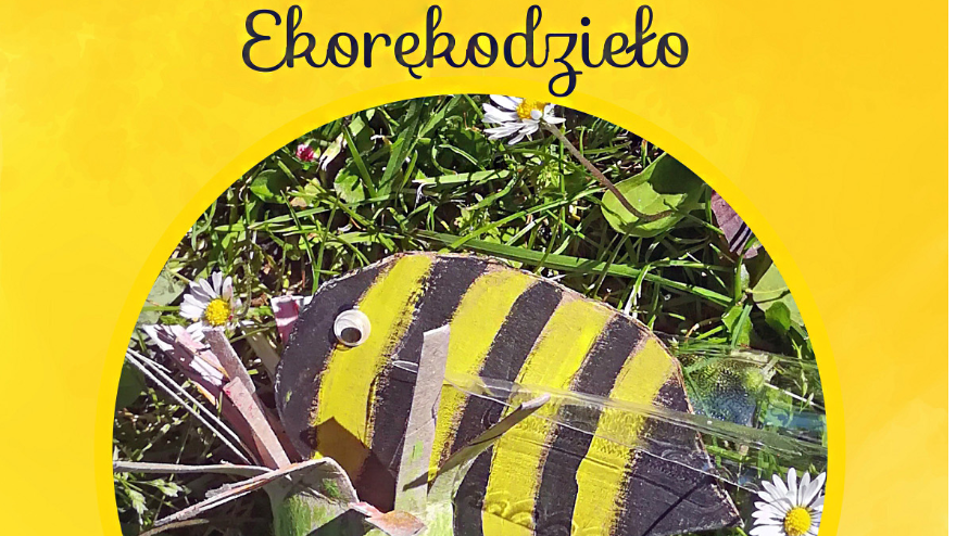 na żółtym tle zdjęcie w kółku przedstawiające papierową pszczołę, u góry napis Bezpłatne warsztaty dla grup zorganizowanych Ekorękodzieło, na dole informacje kontaktowe oraz loga organizatorów