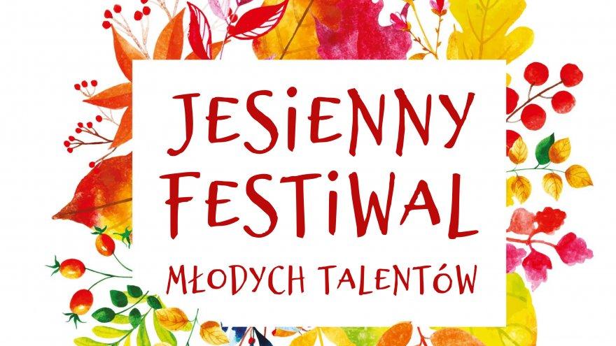 na kolorowym tle z jesiennych liści napis w prostokątnej ramce: Jesienny Festiwal Młodych Talentów